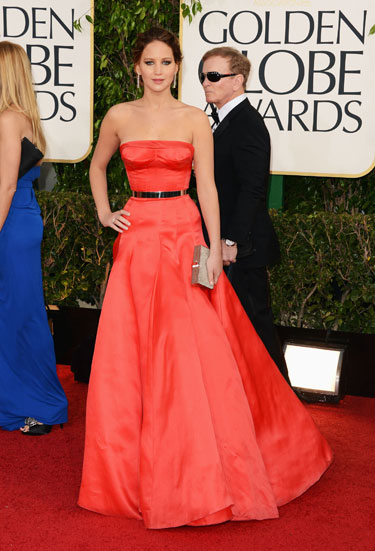Hunger Games, Jenifer Lawrence shot the paparazzi in dazzling red Dior gown.