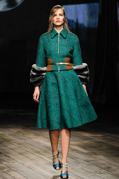 THE NEW LOOK SILHOUETTE--Prada