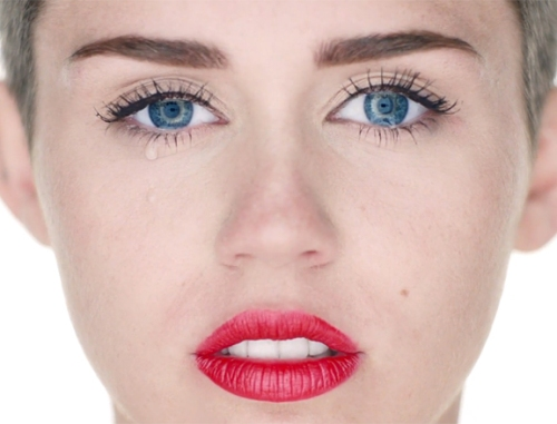 miley-cyrus-wrecking-ball-4